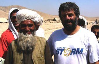 """Nunzio Marcelli in Afghanistan per il progetto """"Enduring Cheese"""". Al suo fianco un pastore nomade Kuchi"""