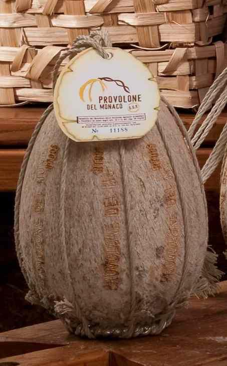 Il Provolone del Monaco Dop, che lega la sua produzione alla vacca di razza Agerolese