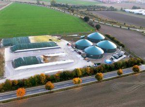 Un impianto a biogas nei pressi di Hannover, in tutto simile a quelli che stanno invadendo anche i territori agricoli italiani