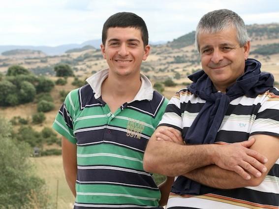 Il pastore Pier Angelo Monzitta, con il figlio Antonio - Foto Sonia Piscicelli