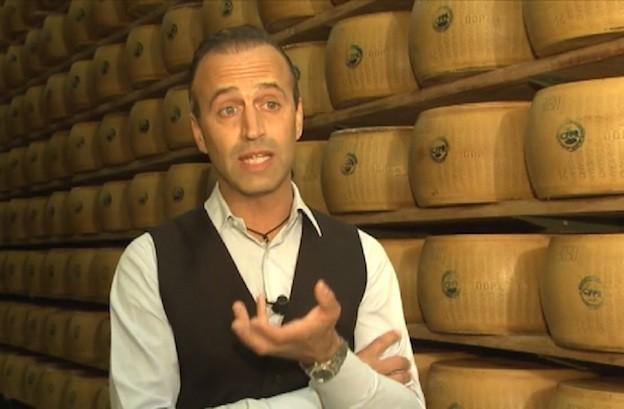 Nicola Bertinelli, produttore di Parmigiano Reggiano kosher, intervistato dalla tv statunitense Usa Today