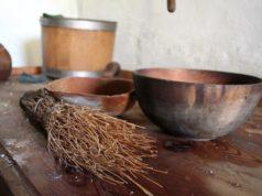 Sono realizzati in legno e in saggina, gli attrezzi per la pulizia del caseificio tradizionale - foto M. Corti®