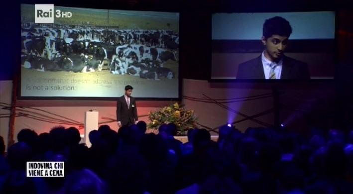 """La convention per la presentazione del """"latte senza vacca"""", l'ultima invenzione dei nuovi poteri del biotech a cui il popolo vegano sta guardando con crescente interesse"""