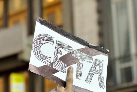 Un immagine della manifestazione contro il Ceta svoltasi a Bruxelles il 20 settembre scorso - foto M0tty - Creative Commons License©