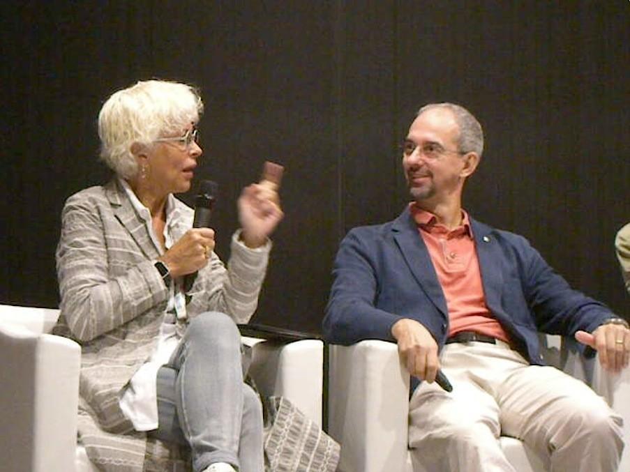 Il Prof. Giampiero Lombardi, con la giornalista Licia Granello della Repubblica, nel corso di un convegno sul Latte Nobile del Piemonte (Lait Real)