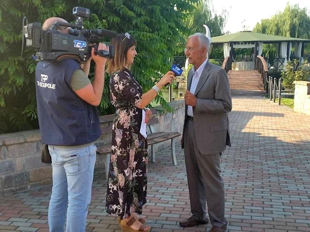 Il professor Andrea Cavallero intervistato dall'emittente locale Telecupole al termine del convegno